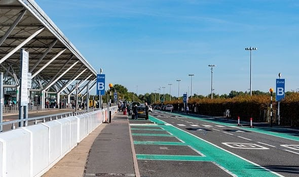 Stansted Airport drop-off pick up zone