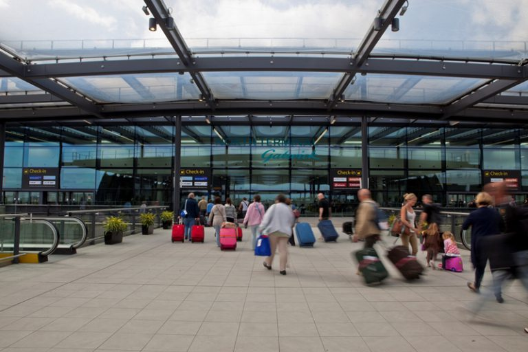 Bracknell airport taxi transfer